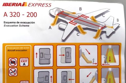 Iberia Express A 320 - 200: Esquema de evacuación / Evacuation Scheme